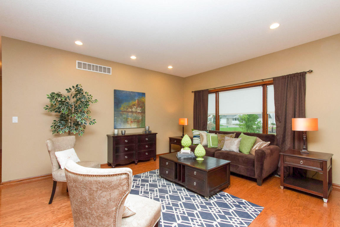 Vacant home staging at somerset driveames ia elizabeth for Design homes ames iowa